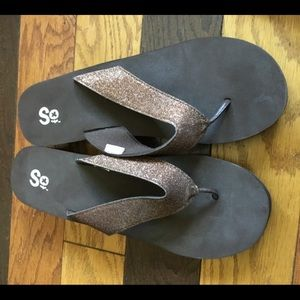 NEW copper glitter thong flip flops 11M awesome